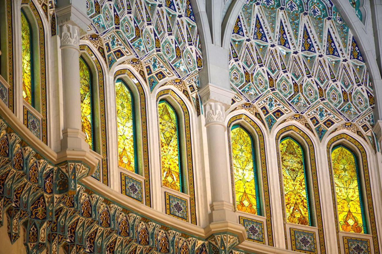 Sultan Qaboos Grand Mosque-inside